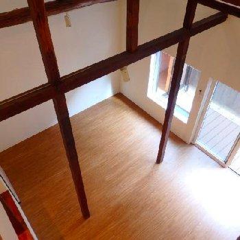 階段を登り屋根裏のロフトへ
