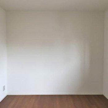 シンプル&ウッディなお部屋。