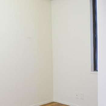 リビング奥の、5帖洋室。