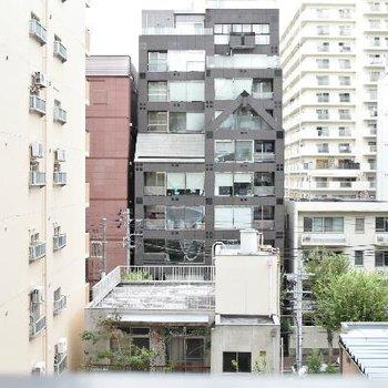 ビルやマンションが多いエリアです。
