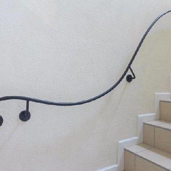 共用階段の手摺りも可愛い〜