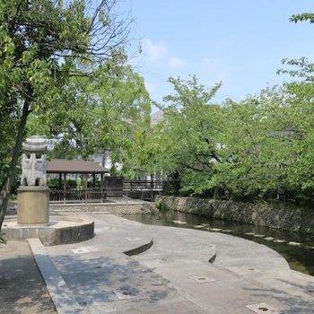 駅から徒歩3分のところにある水の広場
