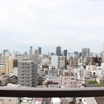 最上階から街を望む。