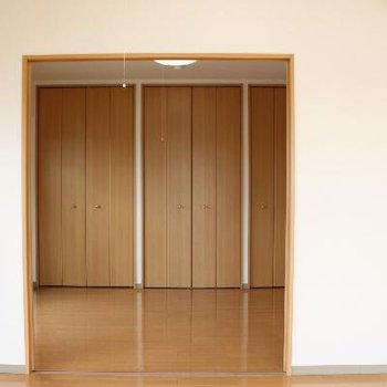 隣の洋室へ向かいます。