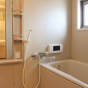 お風呂にはテレビ付き!