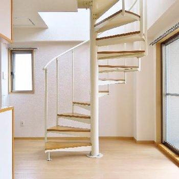螺旋階段のくびれはいつ見ても美しい。