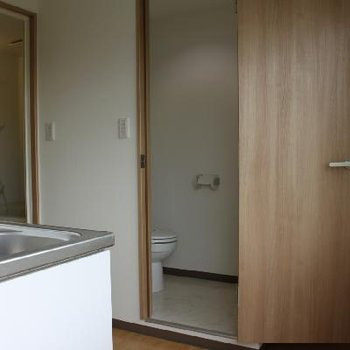 キッチン、お風呂、トイレがぎゅっとまとまっています。