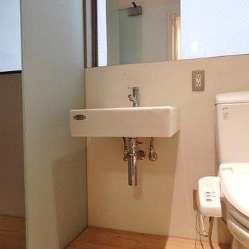 こじんまりとした洗面台
