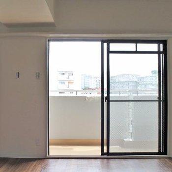廊下の扉を開けると。