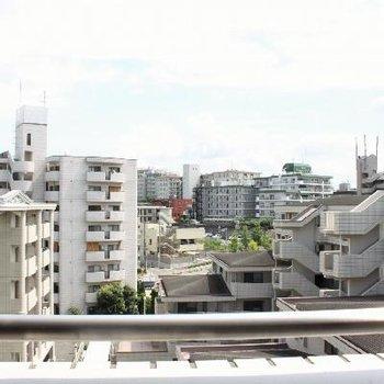眺望は同じような建物がたくさん。空が良く見えて気持ちいい。