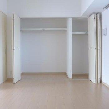 6.8帖の洋室にはさらに大きなクローゼット