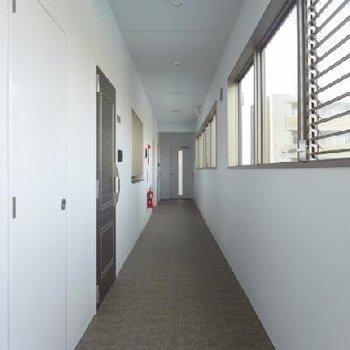 共用廊下は雨に濡れずに済みますね