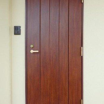 玄関ドアがウッディでかわゆし