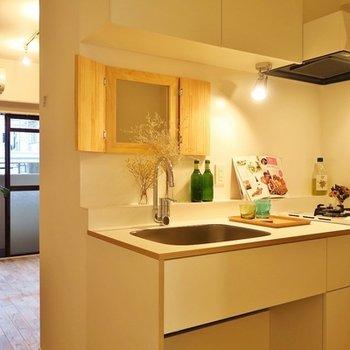 寝室と調理スペースをしっかり分離。