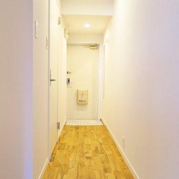 ゆったりとした廊下を通ってお部屋へ。