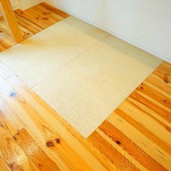 光沢感のある無垢と畳スペースが◎