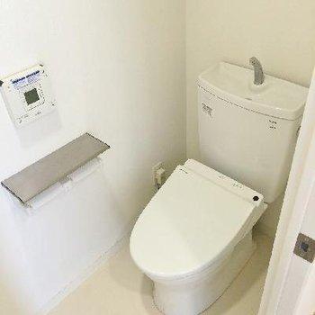 トイレの上には、写せませんでしたが棚があります☆