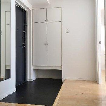 玄関の広さが魅力的です!下駄箱収納も豊富ですが、