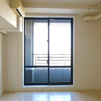 天井も高く、窓も大きく明るいです。