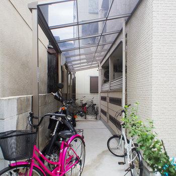 建物横には駐輪スペース