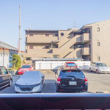 眺望は駐車場メインです。