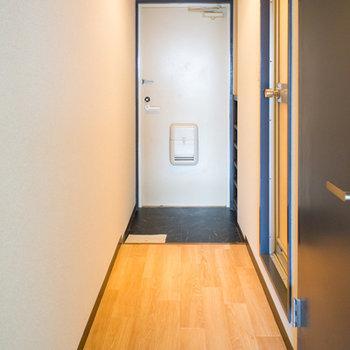 玄関に続く廊下
