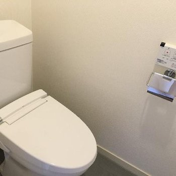 トイレです!しっかりウォシュレット付き!