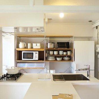 キッチンとの繋がりもいい感じです。※写真はモデルルーム
