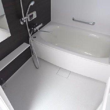 お風呂も広い〜