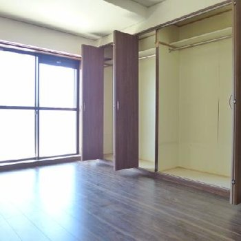 その8帖の洋室には大きなクローゼット