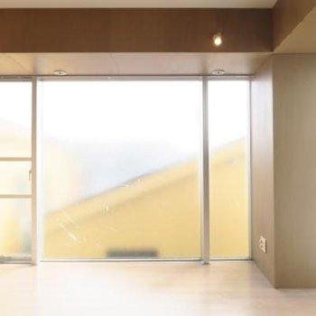 窓はどでかく!!202号室は2面採光ではありません*写真は別部屋です