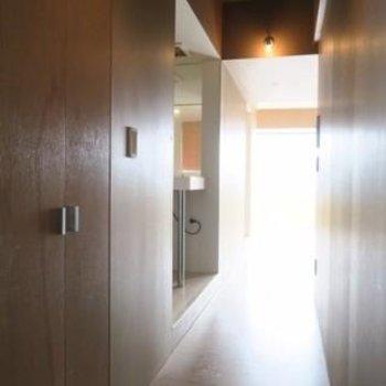 玄関から左手に水回りを集約*写真は別部屋です