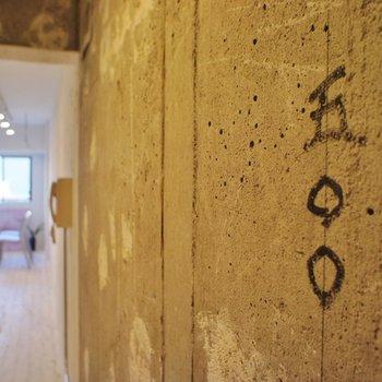 玄関の壁も技あり。(!?)