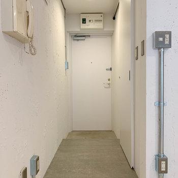 さて、廊下部分へ。こちらは土間になっています。