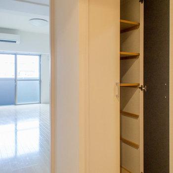 廊下にも大容量の収納スペース