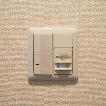 玄関の照明は感知式