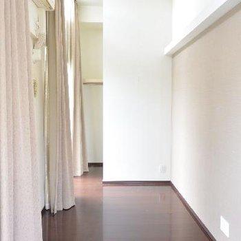 奥のお部屋、天井高い※画像はクリーニング前のものです