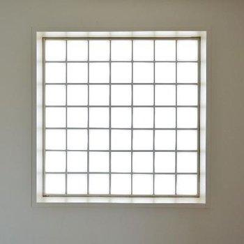 妙に気になる窓