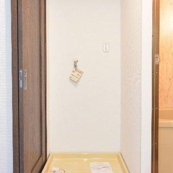 洗濯機置き場はお風呂の手前に