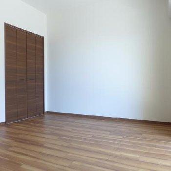 クローゼットの扉もウッディー