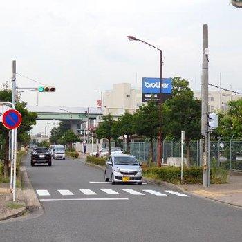 堀田といえばブラザーのお膝元。ブラザーの工場のそばを歩いていきます