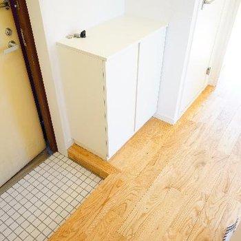 玄関は白タイルです♪