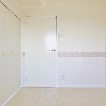 こっちが4.2帖の洋室。
