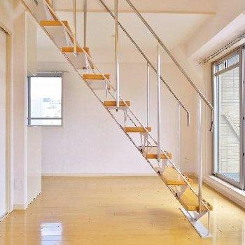 軽やかな階段のメゾネット!