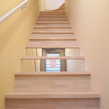 階段には鏡付いてるんです