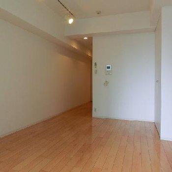 気分も明るくなるお部屋ですね。※画像は反転のお部屋です