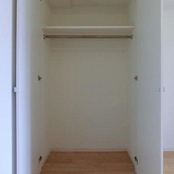 収納は少し小さめです。※画像は反転のお部屋です