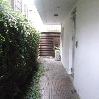玄関を出ると自由空間
