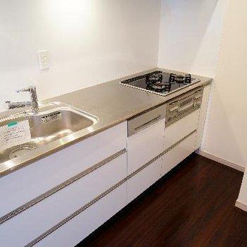 キッチンは3口ガスでゆったりサイズ♪