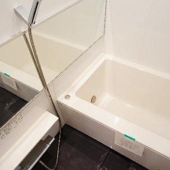 お風呂は追い焚きと乾燥機がついて機能的!